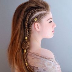 Side boxer braids with gold chains by Alex Pelerossi