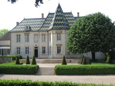 Bouchard Day Tours, Wine Tasting, Mansions, House Styles, Fancy Houses, Mansion, Manor Houses, Mansion Houses, Villas