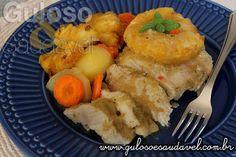 O #almoço é Peito de Frango Assado com Abacaxi levemente agridoce, prático, delicioso, nutritivo, fácil e saudável!  #Receita aqui: http://www.gulosoesaudavel.com.br/2015/09/30/peito-frango-abacaxi/