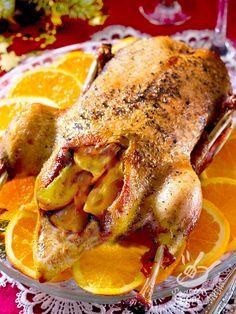L'Anatra all'arancia è un classico della cucina francese ma in realtà originariamente il piatto fu esportato in Francia da Caterina dei Medici, fiorentina. Romanian Food, Dinner Is Served, Pasta, Fried Chicken, Chicken Wings, Italian Recipes, Caterina, Risotto, Fries
