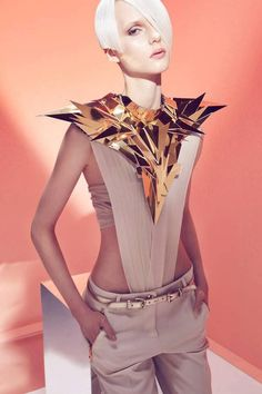 Futuristic accessories in this geometrical-inspired session are by Halina Mrozek. Futuristic accessories in this geometrical-inspired session are by Halina Mrozek. Space Fashion, Fashion Art, Editorial Fashion, High Fashion, Fashion Show, Fashion Design, Magazine Editorial, Beauty Editorial, Clothes Draw