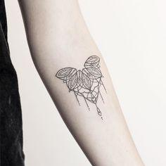 Small ornamental mandala piece from today at @vadersdye - thanks Nele! _________________________ #rachainsworth #mandalatattoo #linetattoo #minimaltattoo #tattooart _________________________ @inkstinctofficial @tattooselection @tattooarmada @tattoodo @blacktattooing