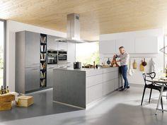 Altijd een stap vooruit - dat is de filosofie van Schuller. Keukenstudio Maassluis is Schüller keukens dealer. In onze toonzaal kunt u terecht voor diverse Schüller showroomkeukens. Maak vrijblijvend een afspraak!