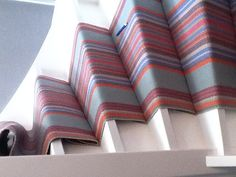 traploper, ronde trap. Stair Rugs, Stairs, Throw Pillows, Bed, Home, Style, Swag, Stairway, Toss Pillows