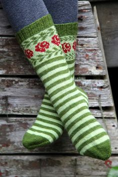 Longing for Gotland pattern by Sofia Kammeborn These socks are inspired by old Gotlandic socks with roses and leaves in stranded knitting. Crochet Socks, Knitting Socks, Hand Knitting, Knit Crochet, Patterned Socks, Wool Socks, Fair Isle Knitting, Knitting Accessories, Knitting Projects