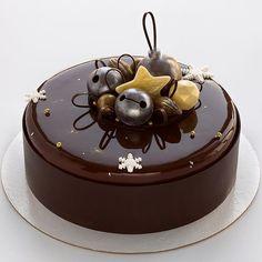 """Конкистадор""💫темный шоколад-кофе-банан-миндаль🖤 Mirror Glaze Cake, Cocktail Desserts, Beautiful Desserts, Crazy Cakes, Glaze Recipe, Mousse Cake, Holiday Cakes, Cake Decorating Tips, Sweet Desserts"
