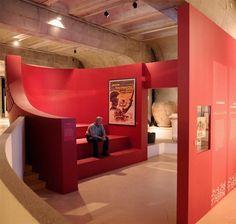 Au musée gallo-romain de Fourvière, des petits pavillons abritent des écrans diffusant des extraits de films, à l'occasion de l'exposition « Péplum ».  Scénographie Agence NC (Nathalie Crinière) Photo Joël Philippon