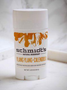 OSTOLAKOSSA: Schmidt's-merkin alumiinittomat ja luonnonmukaiset deodoranit yllättivät kyvyllään pitää kainalot ilman hien hajua. Natural Deodorant, Calendula, Schmidt, Shampoo, Bottle, Flask, Natural Air Freshener