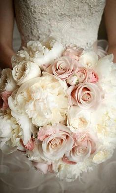 Wedding bouquet is an important part of the bridal look. Looking for wedding bouquet ideas? Check the post for bridal bouquet photos! Perfect Wedding, Dream Wedding, Wedding Day, Wedding Reception, Wedding Summer, Wedding Venues, Garden Roses Wedding, Wedding Table, Wedding Anniversary