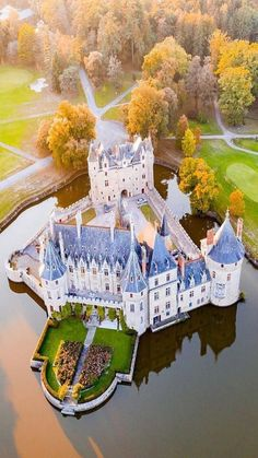 Beautiful Castles, Beautiful Buildings, Beautiful Landscapes, Abandoned Castles, Abandoned Places, Beautiful Places To Visit, Wonderful Places, Places To Travel, Places To Go