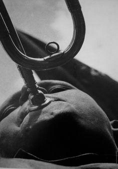 Pioneer with a trumpet, 1930 - Alexander Rodchenko by araceli Alexander Rodchenko, Miguel Angel, Vladimir Mayakovsky, Jules Cheret, Fine Art Photography Galleries, 7 Arts, Fotografia Social, Russian Avant Garde, Socialist Realism