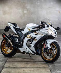 Moto Ninja, Ninja Motorcycle, Ninja Bike, Futuristic Motorcycle, Moto Bike, Motorcycle Quotes, Motorcycle Helmets, Motos Kawasaki, Kawasaki Ninja