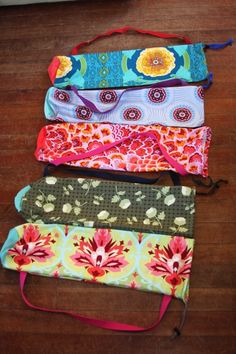 One for me, one for Mom, before Mother's Day. Sewing Tutorials, Sewing Crafts, Sewing Patterns, Yoga Bag Pattern, Crochet Projects, Sewing Projects, Friend Crafts, Yoga Mat Bag, Yoga Accessories