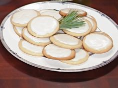 Trisha Yearwood's Iced Sugar Cookies Recipe : Decorating : Home & Garden Television