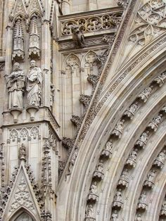 lady in black: One day in Barcelona #barcelona #architecture #arquitectura #catedral #cathedral #detail
