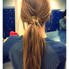 Mini fishtail wrapped around ponytail. Easy way to dress up a simple ponytail. My Hairstyle, Messy Hairstyles, Pretty Hairstyles, Prom Hairstyles, Fishtail Ponytail, Messy Ponytail, Braid Hair, Braided Updo, Cute Ponytails