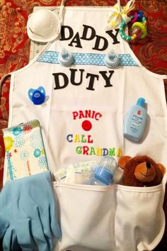 Baby shower gifts for dad to be - DIY baby gift for dad and father to be gift ideas - daddy s. Baby shower gifts for dad to be - DIY baby gift for dad and father to be gift ideas - daddy survival kits and funny home. Distintivos Baby Shower, Cheap Baby Shower Gifts, Cadeau Baby Shower, Mesas Para Baby Shower, Baby Shower Diapers, Diaper Shower, Baby Shower Crafts, Baby Ahower Ideas, Baby Shower Ideas On A Budget
