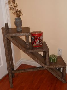 Pallet display table for indoor or outdoor use. Submitted by: John Gumienny!