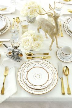 We're talking to interior designer Bunny Williams about her new Holiday collection, including new gold dinnerware and holiday decor. Diy Christmas Balls, Gold Christmas Decorations, Christmas Table Settings, Christmas Tablescapes, Noel Christmas, All Things Christmas, White Christmas, Elegant Christmas, Holiday Tables