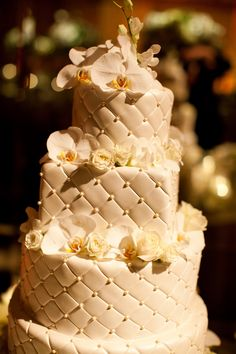 We at Four Seasons LA have two rules when it comes to wedding cakes: they should look great, and taste just as good - if not better! #weddings #weddingcake #weddingplanning