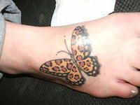cool leopard tattoo-- oh my gosh in love with this!!!!! Maybe this will be the one to cover my bad tattoo on my foot ?!?!