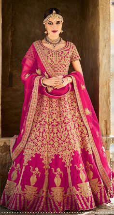 Here are the best Indian lehenga choli designs that are worn by models. Get new lehenga choli dress designs by top Bollywood designers. Wedding Lehnga, Bridal Sari, Indian Bridal Lehenga, Indian Bridal Wear, Indian Sarees, Wedding Suits, Wedding Bride, Choli Designs, Lehenga Designs