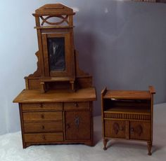 VINTAGE WOODEN DOLLS HOUSE DRESSING TABLE AND UNIT