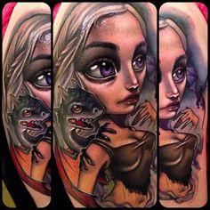 Nuevo talento escuela Kelly Doty también muestra algunas grandes habilidades en tatuajes caricatura, aquí un juego encantador de Daenerys del trono.