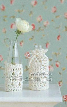 DIY crochet jar or bottle covers Crochet Decoration, Crochet Home Decor, Yarn Crafts, Diy And Crafts, Crochet Jar Covers, Diy Y Manualidades, Crochet Diy, Recycled Bottles, Crochet Accessories