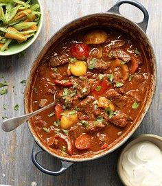 Best ever beef goulash is only 352 calories per serving. - Use Fry light not oil and it's free Slow Cooker Recipes, Beef Recipes, Cooking Recipes, Healthy Recipes, Healthy Meals, Healthy Comfort Food, Healthy Eating, Comfort Foods, Clean Eating