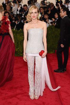 Diane Kruger con pantalón de glitter con top a juego de Chanel.