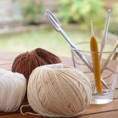 Débuter le crochet Joining Yarn, Knitted Bags, Diy Crochet, Food Videos, Yummy Food, Knitting, Dire, Voici, Creative Ideas