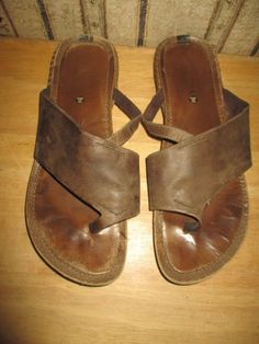 b77bd0219a01 PRE-OWNED women s MERRELL taupe LEATHER sandals   BIG TOE WRAP - size 8