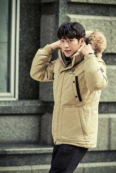 Bean Pole Outdoor selected Seo Kang Joon to show their new stylish, winter outdoor line for 2016. We think he looks adorable and kinda wish winter were here already so we could cozy up with him. Ch…