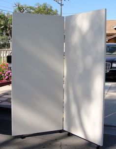 How to make art show display panels from supplies from Home Depot - 2 doors hinged, chained at the top, and casters on the bottom Home Depot, Craft Fair Displays, Market Displays, Craft Booths, Art Display Panels, Display Boards, Display Ideas, Booth Ideas, Display Wall