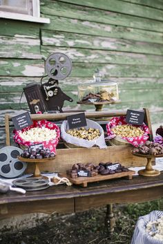 Outdoor Movie Party! SeattleWeddingPhotographer_LauraMarchbanks_JennyKeller_OutdoorMovieNight_016