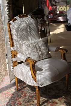 Slipcover for a French style armchair - Linda Merrill Dining Room Chair Cushions, Armchair Slipcover, Furniture Slipcovers, Furniture Covers, Slipcovers For Chairs, Upholstered Furniture, Chair Covers, Dining Chairs, Modern Furniture