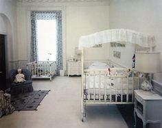 Jackie Kennedy renovated the White House, here is John Kennedy Junior's Nursery room. White House Rooms, White House Interior, Red Rooms, Jackie Kennedy, Los Kennedy, Jaqueline Kennedy, Celebrity Nurseries, White House Washington Dc, Jfk Jr