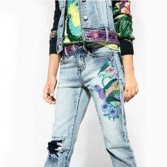 Jeans niña Desigual, con bordados.