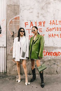 Street Style / Day 3 Absolute dominance of the trench and the boxy blazer in a third day at Milan Fashion Week of simply inspiring looks. Winter Fashion Outfits, Fashion Week, Look Fashion, Teen Fashion, Fall Outfits, Milan Fashion, Latest Fashion Trends, Best Street Style, Street Style Outfits