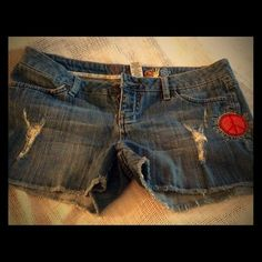 Awesome retro shorts❤️FINAL PRICE❤️ Short shorts with Peace Sign in bright red on front. Mudd Shorts Jean Shorts