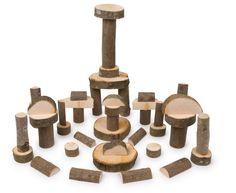"""Bauklötze """"Natur"""". Die Bauklötze Natur bringen schon den ganz Kleinen die Natur nahe. Die Bauklötze aus naturbelassenden Massivhölzern bringen ein Gefühl und eine Atmosphäre von einem bezaubernden Wald mit ins Kinderzimmer. Die Kinder werden das Holzspielzeug lieben, das aus vielen verschiedenen geometrischen Formen besteht."""