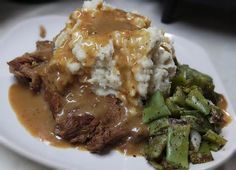 GRAVY-remove steak, mix together in a small bowl about 1 c milk and Chuck Steak Recipes, Beef Chuck Steaks, Beef Recipes, Cooking Recipes, Healthy Recipes, Cooking Gadgets, Cooking Tools, Pizza Recipes, Yummy Recipes
