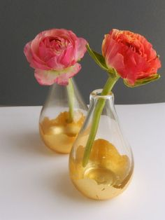 DIY gold leaf bud vase--cute idea, would look pretty with pink carnations and white baby's breath Vase Crafts, Leaf Crafts, Diy And Crafts, Gold Diy, Dollar Store Crafts, Dollar Stores, Diy Flowers, Flower Vases, Wedding Flowers