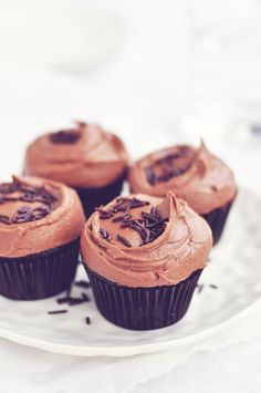 dark chocOlate cupcakes with rich chocolate frosting (vegan)