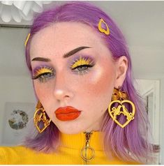 Image uploaded by ♡🅻🅰🅳🅴🅴_ORCHARD♥︎. Find images and videos about hair, art and makeup on We Heart It - the app to get lost in what you love. Unique Makeup, Creative Makeup Looks, Cute Makeup, Glam Makeup, Pretty Makeup, Skin Makeup, Makeup Art, Easy Makeup, Makeup Hacks