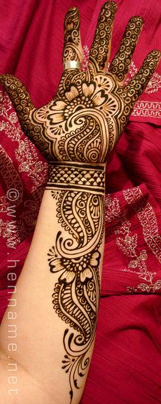 Full hand mahandi art.