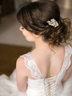 bridal hairstyle for medium hair from DaStyle. Свадебная прическа на средние волосы. Невеста. Прическа для невесты