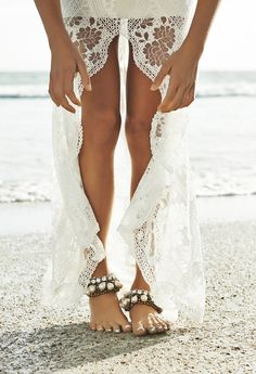 lace gown, sparkly anklets & sand between the toes - Barefoot Beach Brides   Bridal Musings Wedding Blog 1