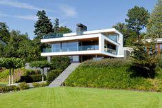 Einfamilienhaus Erlenbach Westfassade Garten Aussentreppe